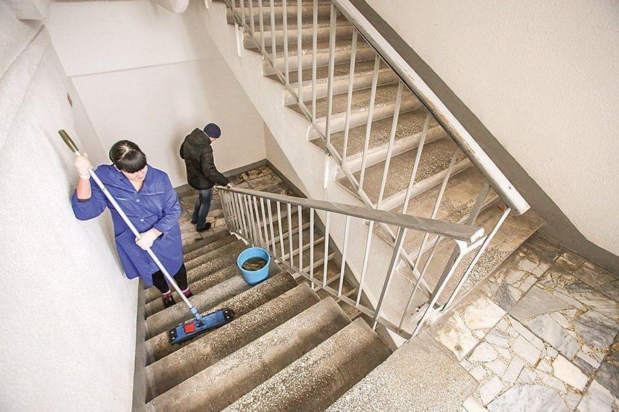 С 1 марта в многоэтажках Ростовской области влажная уборка стала ежедневной и обязательной