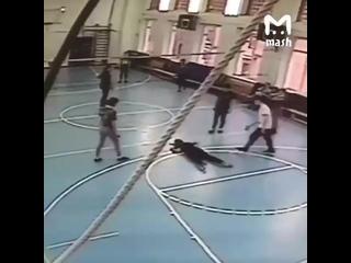 Осторожно, Видео 18+#Москва, школа, урок физкультуры, волейбольный матч. #Девочка погибла мгновенно. #Остановка_сердца#Смерть