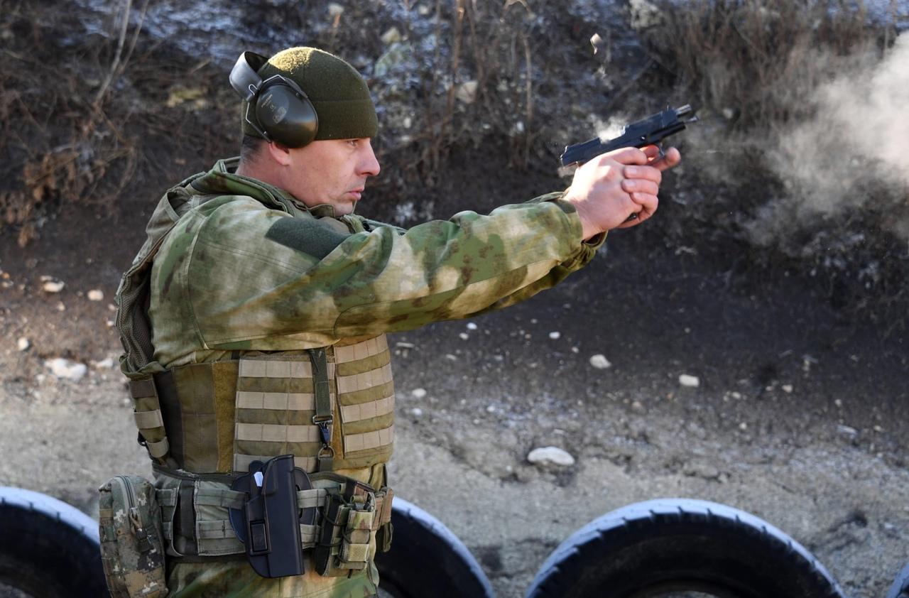 Старший прапорщик Артём Катунькин, Герой России (2012).