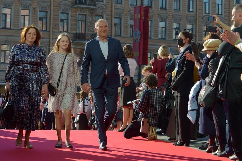 Заслуженный артист Российской Федерации Владимир Литвинов с женой и дочкой