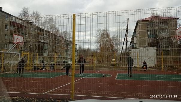 #фотофакт Новая спортивная площадка во дворе домов...