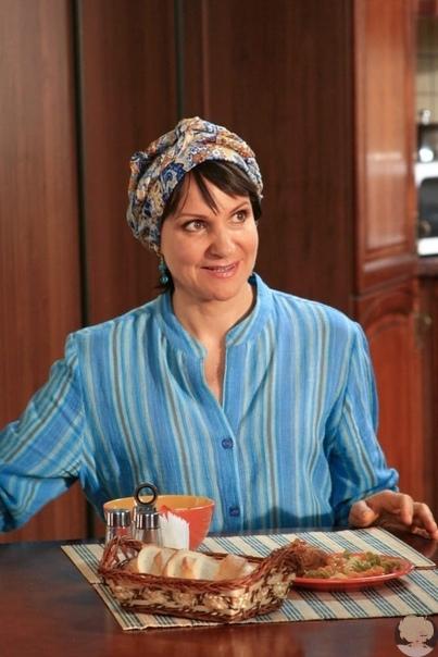 Людмила Артемьева рассказала, как относится к своему персонажу в сериале Сваты «С одной стороны, она солнечная дура, а с другой невероятная умница. А вам нравится Ольга