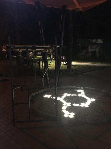 Светятся букашки-молекулы в темноте ☺...