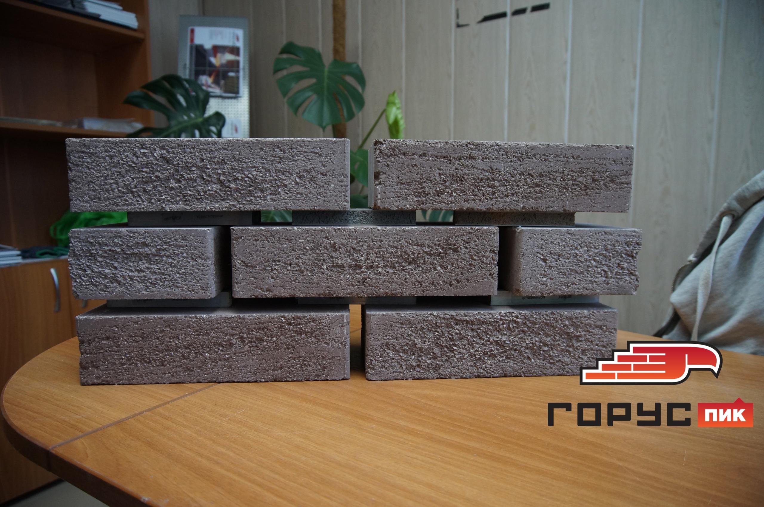 Сегодня мы делаем подборку кирпича на цоколь жилого дома, для наших заказчиков из Ульяновска.