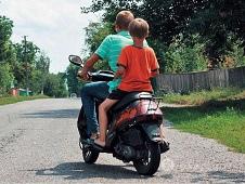 Автоинспекторы штрафуют родителей подростков без прав