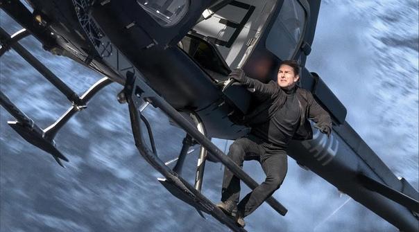Миссия невыполнима: Последствия. 2018. Том Круз научился профессионально управлять вертолетом, чтобы кадры с ним снимались в живую с минимальным использованием спецэффектов и зелёного