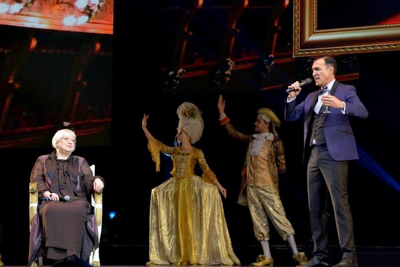 Поздравления с юбилеем Президенту фестиваля «Виват кино России!» Светлане Крючковой