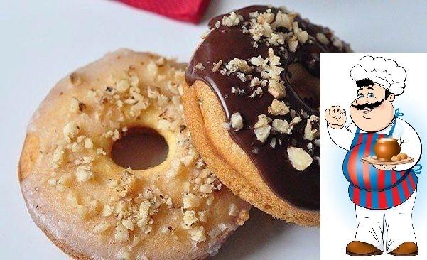 Пончики с глазурью и грецкими орехами