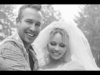 Памела Андерсон вышла замуж в шестой раз
