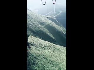 Гигантские качели в горах Китая