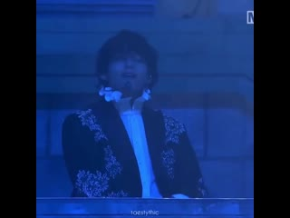 taehyung hitting all the beats is the hottest thing