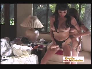 Две зрелые сестра жестко страпонят друг друга | инцест pantyhose чулки strapon hard milf incest legs lesbian big tit masturbates