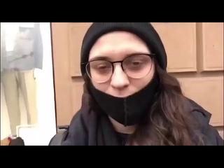 Вот это познания о Навальном! 👩🏻🎤 Девушка не знает, что Навальный НИ ДНЯ не работал в госстр-рах
