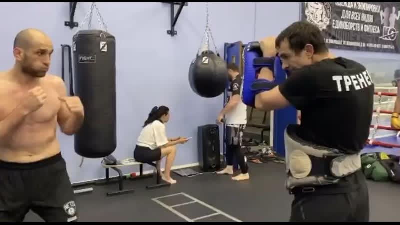 Адлан Амагов UFC боец на лапах