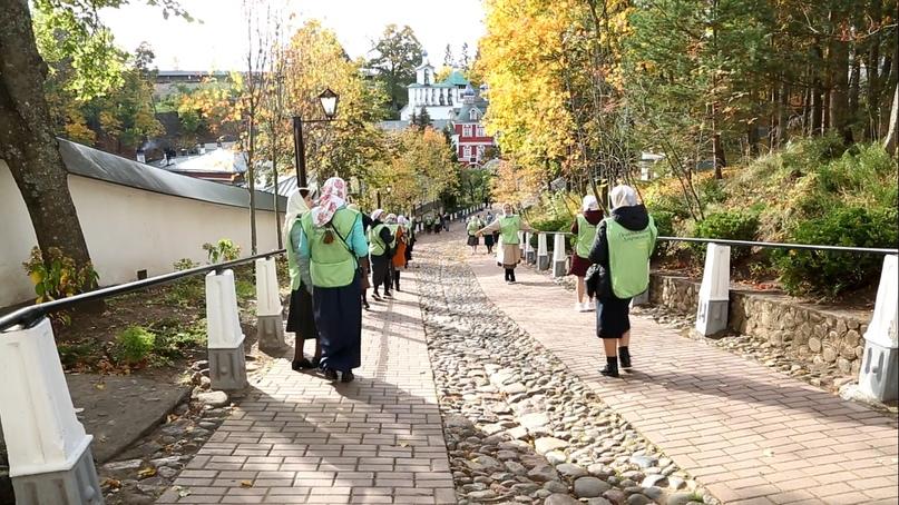 «Православные добровольцы» вместе с добровольцами кинокомпании «Союз Маринс Групп» совершили путешествие в исторические места Псковской области, изображение №9